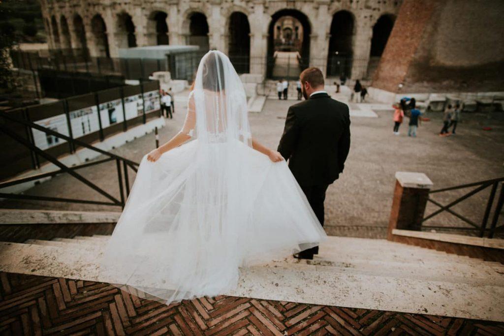 piekna suknia slubna w rzymie