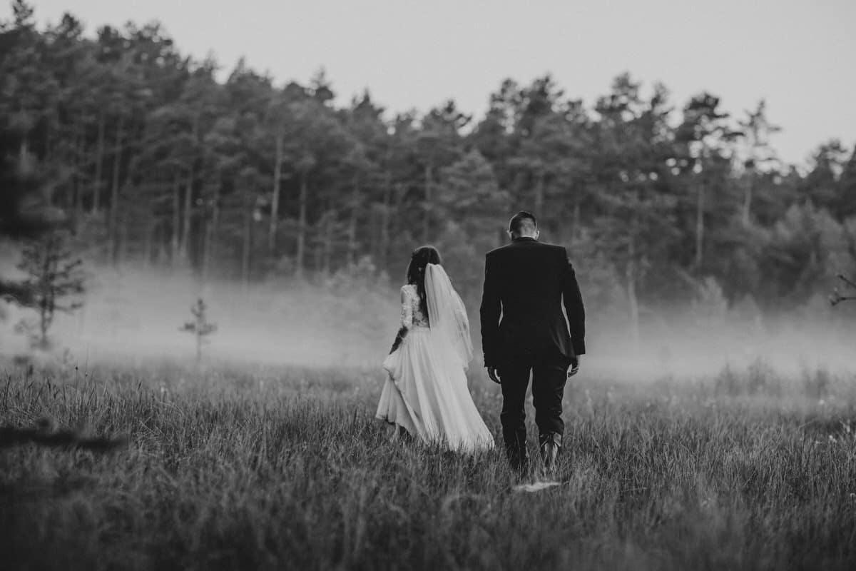 zdjęcia slubne we mgle